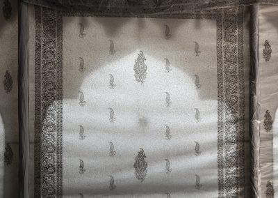 The outside mundir pattern shines through the walls.